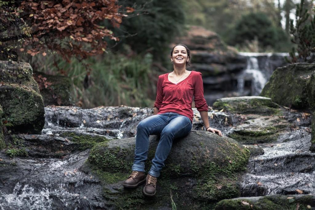 Portrait de pied au milieu d'une rivière